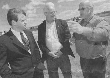Mayor, Ministar and MLA discussing new sports complex